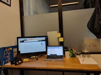 com_Desk.jpg