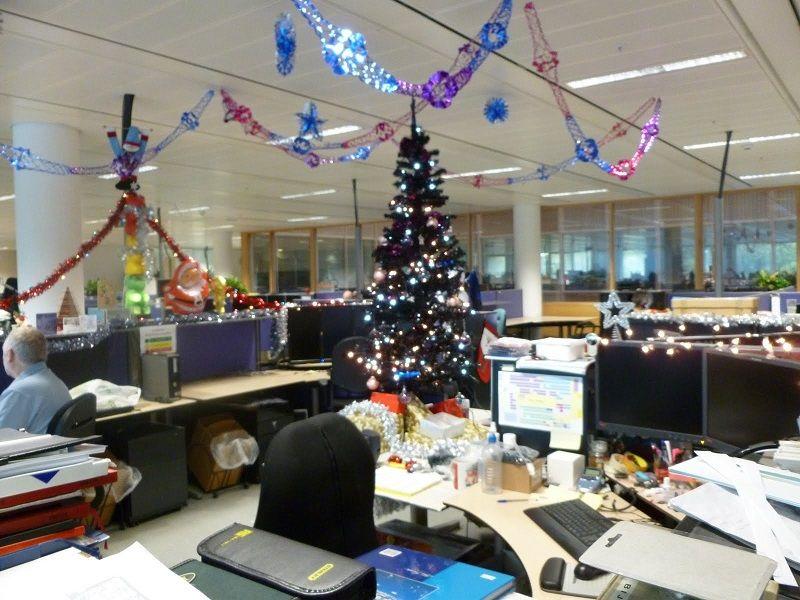 christmas-office-decorating-ideas.jpg